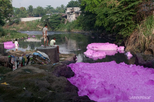 Greenpeace:  Tullahan River in Caloocan, Manila